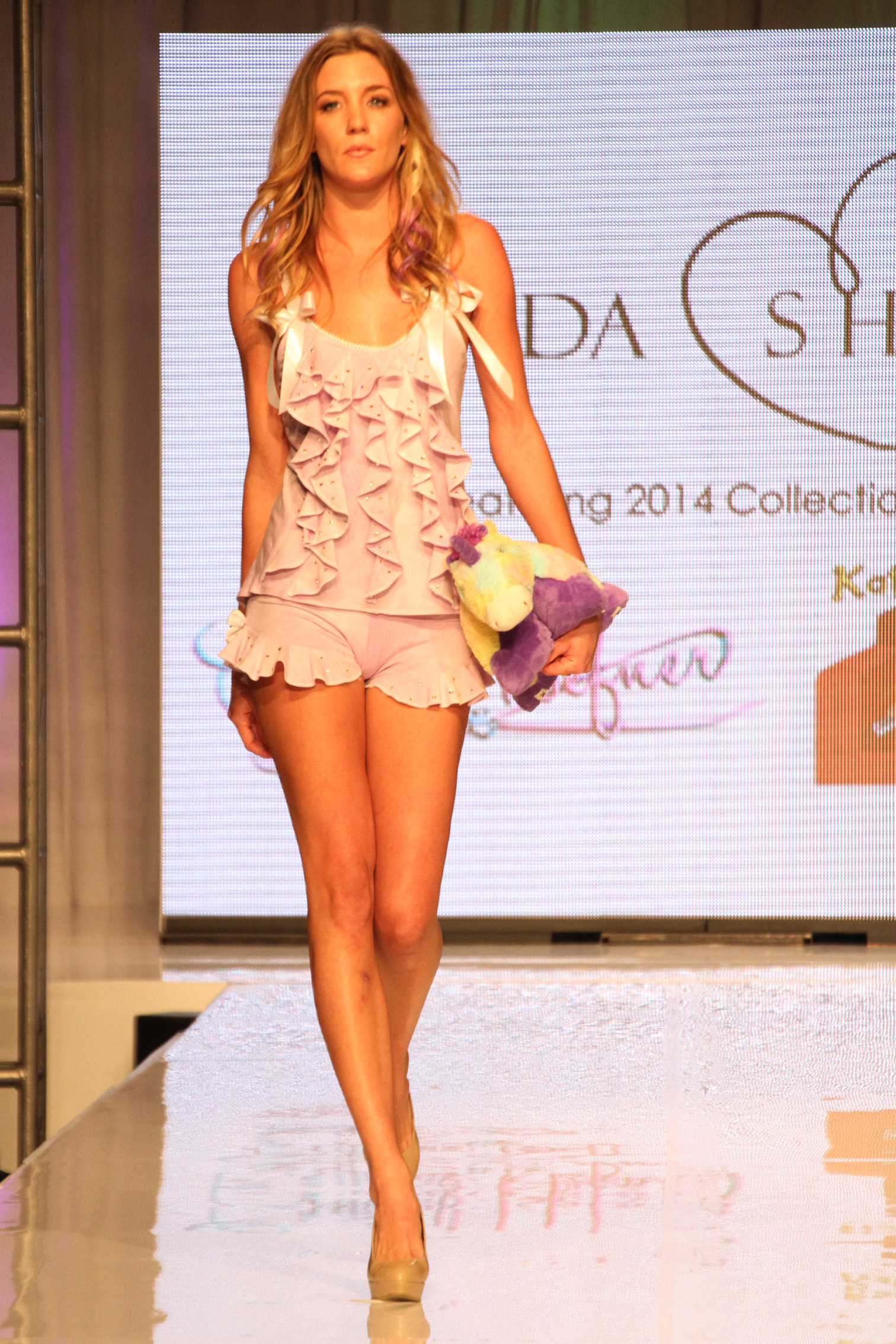 Anne-Phillips-Photography-FWTB-2014-runway-Rhonda-Shear-IMG_8022