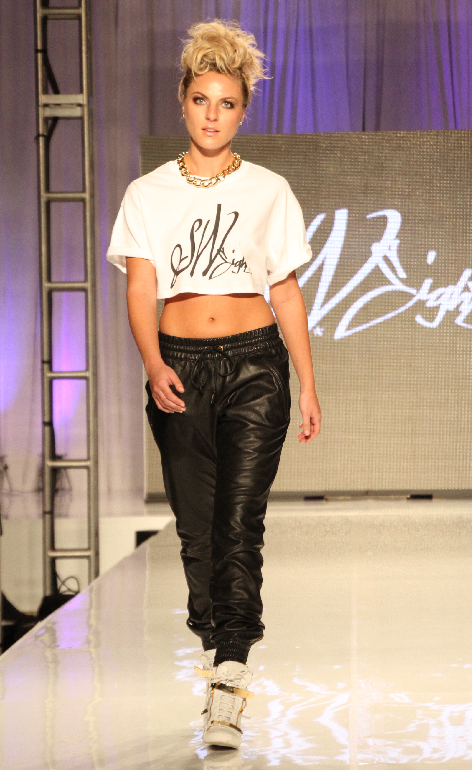 Anne-Phillips-Photography-FWTB-2014-runway-SW8-IMG_8163